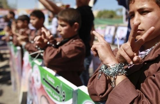 La détermination des prisonniers palestiniens en grève de la faim accroît les pressions sur Israël.