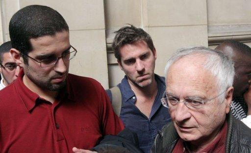 Adlène Hicheur est libre depuis le 15 mai. Ici, Halim Hicheur, son frère (à g.), et Jean-Pierre Merlo, membre du comité de soutien au physicien du CERN.