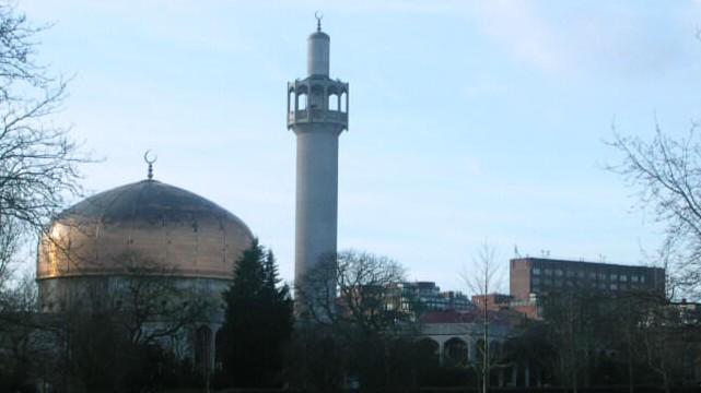 Le muezzin d'une mosquée de Londres poignardé en pleine prière
