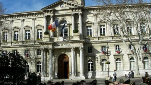Avignon : la mairie reconnaît ses torts envers les musulmans, les cuves en béton démantelées