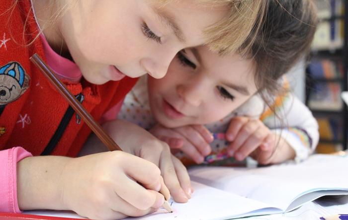 Coronavirus : écoles fermées, élèves confinés, quelles solutions pour assurer la continuité pédagogique à domicile ?
