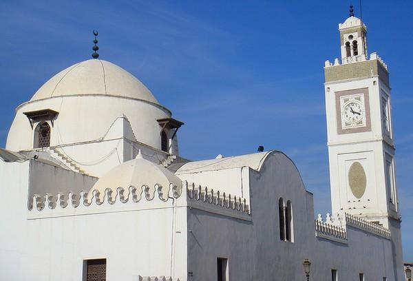 Coronavirus : l'Algérie ferme ses mosquées et ses frontières
