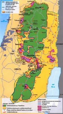 La Cisjordanie en janvier 2006. En vert les territoires laissés aux Palestiniens, en jaune Israel. Les  triangles rouges sont les colonies.