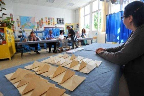 Le second tour des législatives le 17 juin 2012 a été marqué par un record d'abstention, la nette victoire de la gauche et l'entrée de l'extrême droite à l'Assemblée nationale.