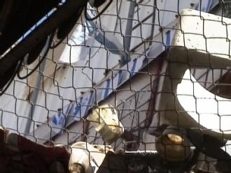 Détrituts jetés par les colons sur les passants palestiniens. Hébron, août 2006