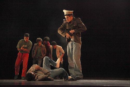 La pièce chorégraphique « And So », de Seifeddine Manaï, avec la compagnie de danse Brotha from another motha.
