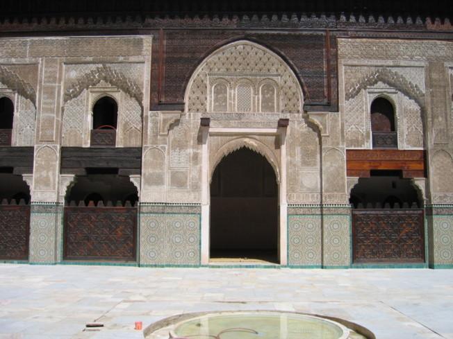 La Médersa Bou Inania est une madrasa édifiée dans la ville de Fès, au Maroc, entre 1350 et 1355 pour le sultan Abou Inan Faris (r. 1348-1359), sous la dynastie des Mérinides.