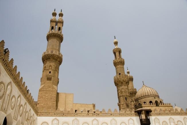 La mosquée Al-Azhar, fondée en 970, est une des plus anciennes mosquées du Caire et le siège de l'université al-Azhar (Egypte).
