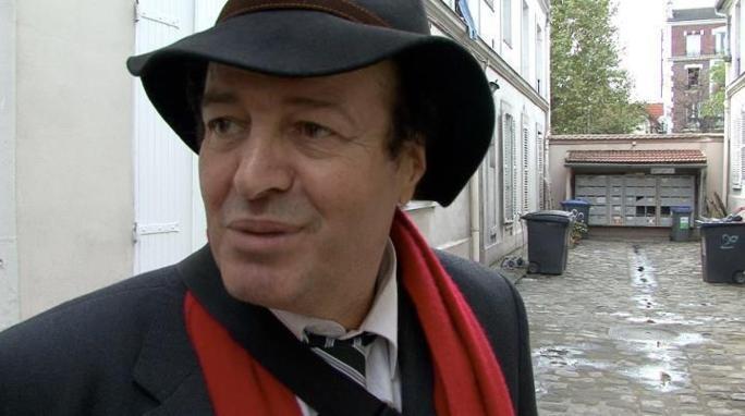 Mouloud Aounit, en 2011, sur les traces de son enfance, à Aubervilliers. Image (de Romaric Mienan) tirée du film biographique que préparaient Jean-Michel Riera et Vincent Geisser.
