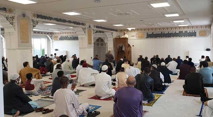Une prière de l'Aïd pas comme les autres a pu être organisée, dimanche 24 mai, à la mosquée de Mantes-Sud (Yvelines).