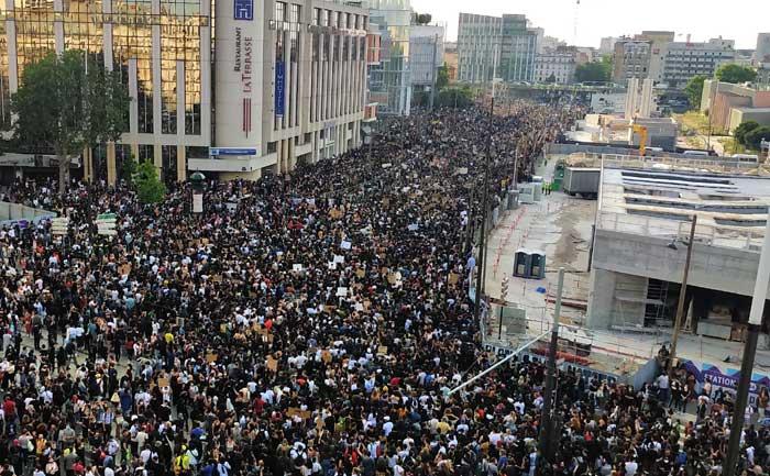 Quelque 20 000 personnes ont manifesté à Paris contre les violences policières, mardi 2 juin, à l'appel de la famille d'Adama Traoré, quatre ans après sa mort des suites d'une interpellation policière.