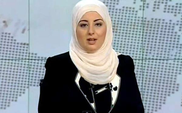 Fatma Nabil, première journaliste voilée à présenter le journal télévisé sur une chaîne publique en Egypte.
