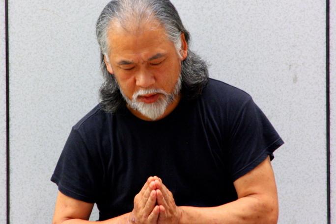 « Tu ne connais pas le nom de cet homme alors que tu es ici en Indonésie dans le plus grand pays musulman. Son nom est Muhammad », me dit le maître yogi.
