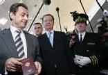 Nicolas Sarkozy venu rassurer ses compatriotes sur la sécurité de l'aéroport.