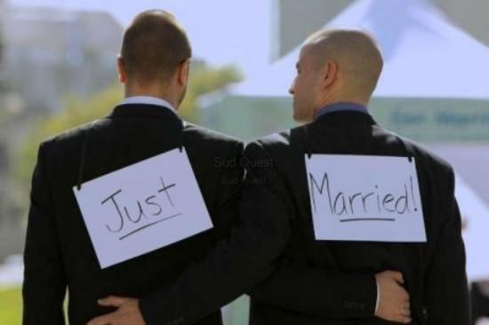 Plus de 1 500 maires et élus de France s'opposent ouvertement au mariage homosexuel et à l'adoption par les couples de même sexe.