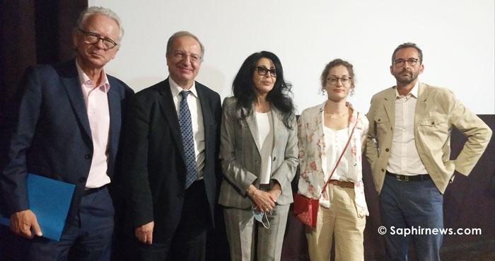 L'islam au XXIe siècle a organisé un point presse le 8 juillet pour présenter la nouvelle gouvernance : Michel de Rosen, Sadek Beloucif, Eva Janadin et Hakim El Karoui (de gauche à droite). Au centre, la réalisatrice Yamina Benguigui, qui a prêté main forte à l'association pour produire un documentaire prévu en octobre 2020.