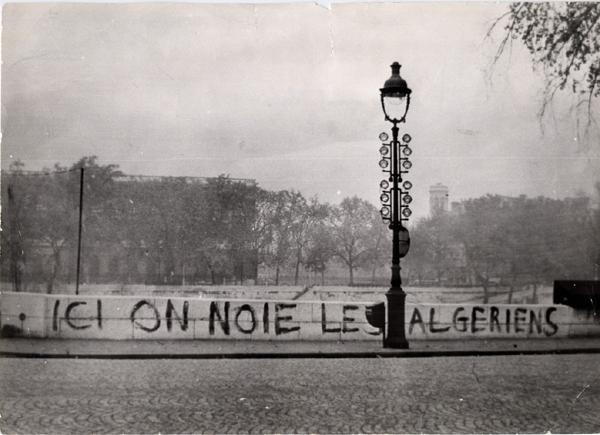 """Photo de l'affiche de l'excellent film documentaire """"Ici on noie les Algériens"""", de Yasmina Adi (disponible en DVD à partir du 16 octobre 2012)."""
