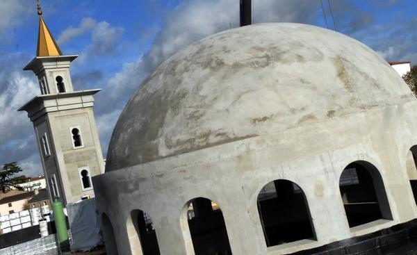 La mosquée de Poitiers envahie par l'extrême droite islamophobe