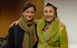 Sylvie Lasserre aux côtés de Rebiya Kadeer. © Transboréal