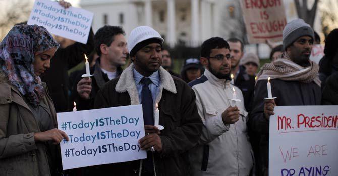 26 morts, dont 20 enfants : le bilan du massacre dans une école primaire américaine le 14 décembre. Les représentants des grandes religions, dont l'islam, ont participé à la cérémonie oeucuménique à laquelle s'est rendu Obama.