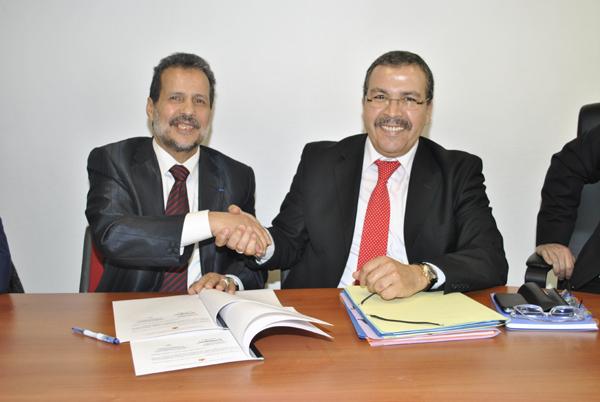 Larbi Marchiche, le recteur de la grande mosquée de Saint-Etienne (à gauche) et Simohammed Rifki, le représentant du miinistère des afaires islamiques marocain lors de la signature de la convention, jeudi 6 décembre 2012.