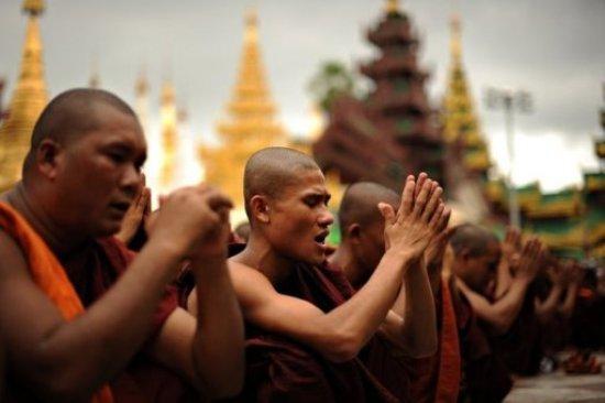 Des leaders bouddhistes ont dénoncé les violences perpétrées les musulmans et les chrétiens en Birmanie.