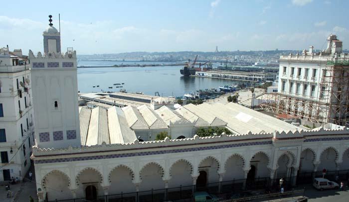 Covid-19 : la Grande Mosquée d'Alger à peine inaugurée, la prière du vendredi suspendue