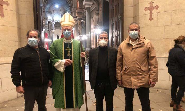 Après l'attentat de Nice, les responsables musulmans de Saint-Etienne se sont rendus à la messe d'hommage aux victimes à la cathédrale Saint-Charles. De droite à gauche : le directeur des affaires culturelles de la Grande Mosquée de Saint-Etienne Youssef Afif, le recteur Larbi Marchiche, l'évêque, Sylvain Bataille, et Mourad Aissaoui, président de l'association Amea. © GMSE