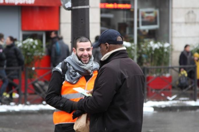 11 000 exemplaires d'un livre contre les caricatures du Prophète Muhammad ont été distribués à Paris, samedi 19 janvier.
