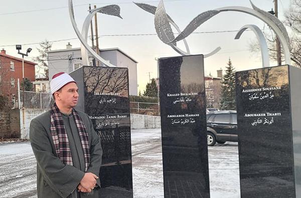 Un mémorial rendant hommage aux victimes de l'attentat contre la mosquée de Québec en janvier 2017 a été inauguré le 1er décembre. Ici en présence de l'imam du Centre culturel islamique de Québec (CCIQ). © Facebook / CCIQ