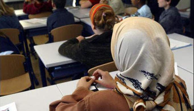 Signes religieux à l'école : une campagne d'opinion pour remuer la France ?