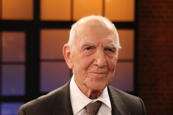Stéphane Hessel, le fervent anti-colonialiste, est mort à 95 ans dans la nuit de mardi 26 au mercredi 27 février 2013.