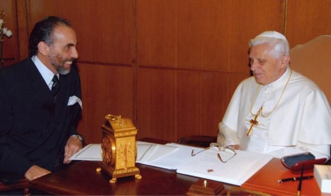 Mustapha Cherif et le pape Benoît XVI en novembre 2006.