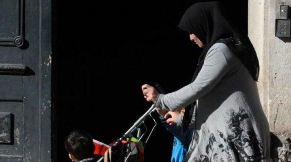 Loi anti-nounous voilées : le retour