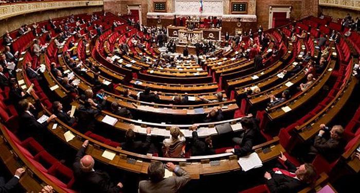 Le projet de loi séparatisme adopté à l'Assemblée nationale, une surenchère de la droite au Sénat annoncée