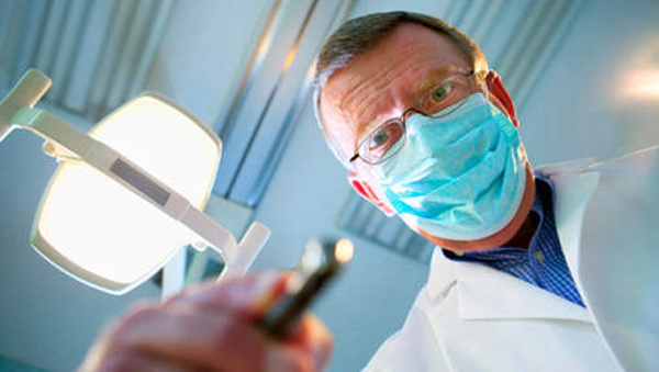 Si le dentiste a bien établi un devis pour Mohamed, la jeune femme ...