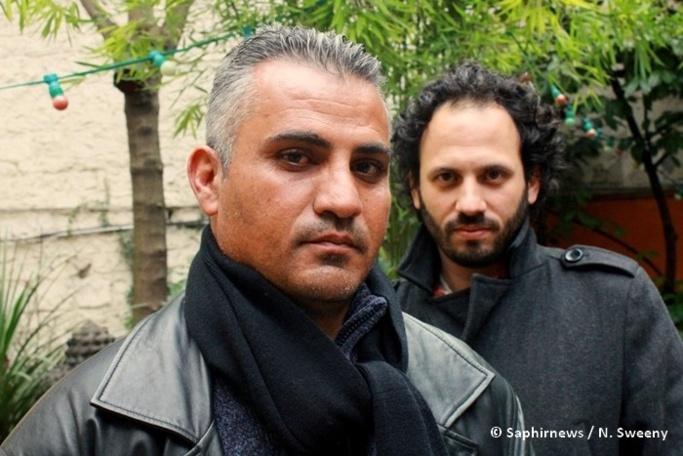 Emad Burnat (en avant) avec Guy Davidi, les réalisateurs du documentaire « Cinq caméras brisées », retraçant le quotidien des habitants du village de Bil'in, en Palestine.