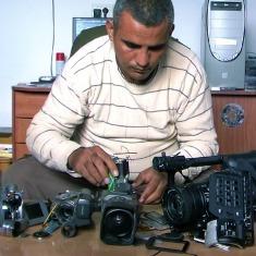 « Cinq caméras brisées » : « Filmer, c'est ma façon de résister »