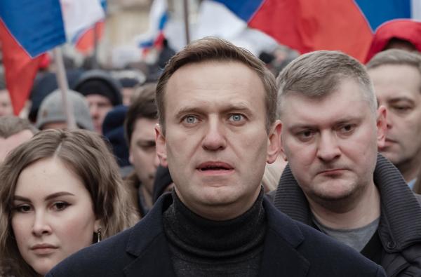 L'emblématique opposant à Vladimir Poutine, Alexeï Navalny, a été envoyé en colonie pénitentiaire en janvier à son retour de Russie. Une détention que dénonce Amnesty International, sans pour autant le désigner comme un « prisonnier de conscience ».  © Michał Siergiejevicz / CC BY 2.0