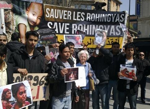 Une manifestation en soutien aux Rohingyas - musulmans - de Birmanie a rassemblé près de 200 personnes à Paris, dimanche 21 avril.