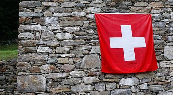 Initiative anti-niqab : le « oui » à l'interdiction du voile intégral en Suisse adopté