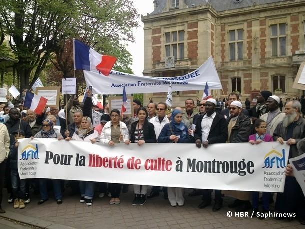 A Montrouge, près de 800 personnes ont participé à la marche contre l'arrêté municipal visant à la fermeture de l'unique mosquée de cette commune des Hauts-de-Seine, en région parisienne.
