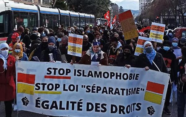 Contre la loi sur le séparatisme, près d'une centaine de manifestants se sont réunis à Paris dimanche 21 mars. © Front contre l'Islamophobie pour l'égalité des Droits pour Tou-Te-S /Facebook