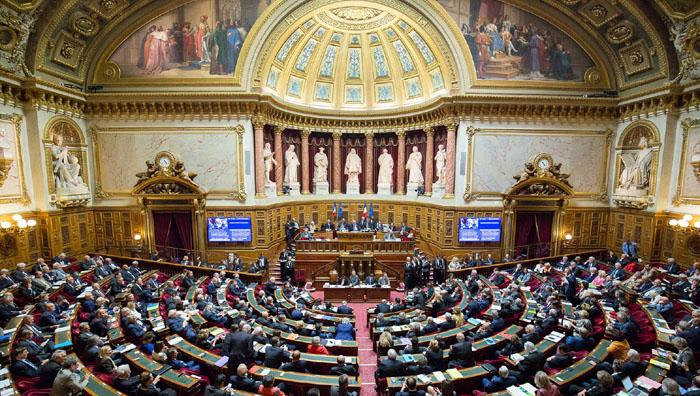 Séparatisme : le Sénat adopte des amendements anti-voile contre l'avis du gouvernement