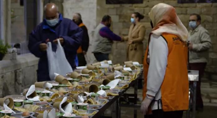 A Barcelone, une église ouvre ses portes aux musulmans pour la rupture du jeûne du Ramadan.