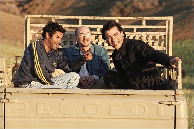 Le réalisateur Mohamed Hamidi a particulièrement soigné son casting pour son film « Né quelque part ». Autour de Tewfik Jallab, qui incarne le rôle principal, on trouve  notamment Jamel Debbouze, Fatsah Bouyahmed, Abdelkader Secteur, Malik Benthala. (Photo : © Mars Distribution)