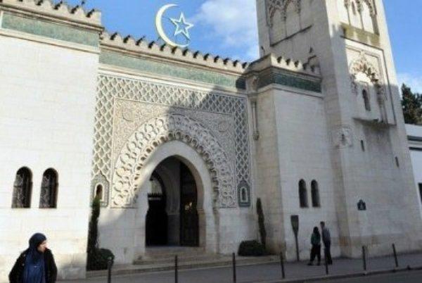 Le candidat à la présidence du CFCM désignée par la Grande Mosquée de Paris, proche de l'Algérie, est contesté par le Rassemblement des musulmans de France (RMF), proche du Maroc.