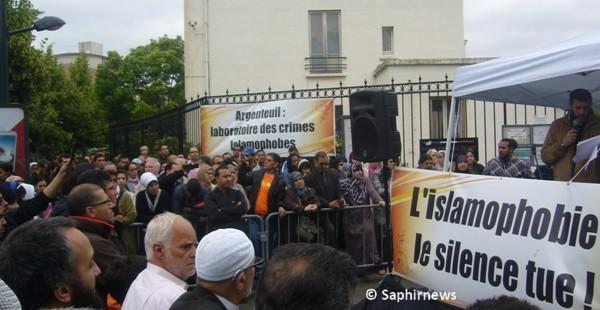 Un nouveau rassemblement contre l'islamophobie a été organisé, samedi 23 juin, à Argenteuil, en banlieue parisienne.