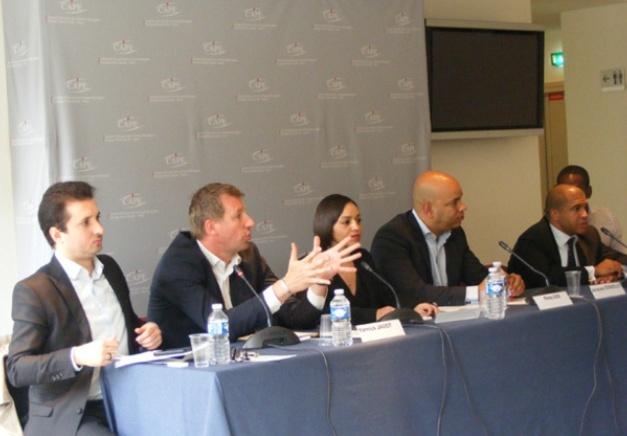 Tout à droite William D. Burns, à côté de Réda Didi, président de Graines de France  et Yannick Jadot, député EELV, deuxième en partant de la gauche.