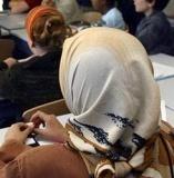 Loi anti-voile : l'Observatoire de la laïcité joue la carte de l'apaisement